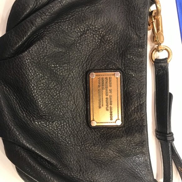 Marc By Marc Jacobs Handbags - Marc by Marc Jacobs authentic leather crossbody